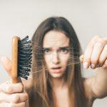 Co może być przyczyną wypadania włosów?